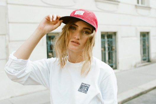 The Quiet Life Stil Laden Model mit Baseball Cap