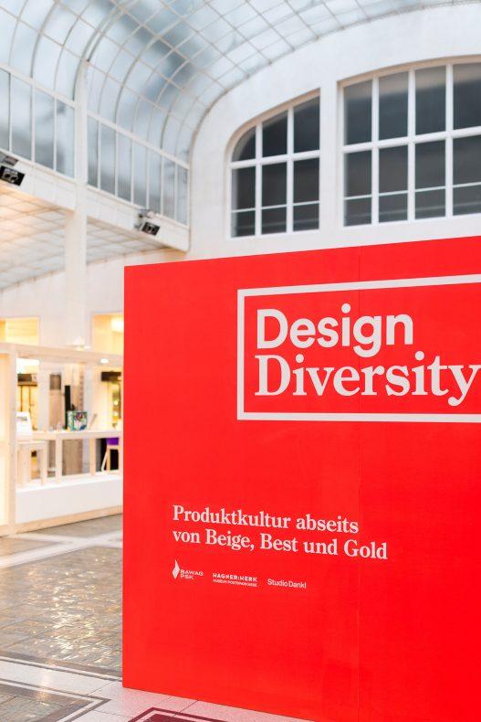 Design Diversity Ausstellungsaufsteller in rot