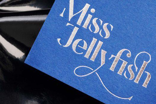 Schriftzug auf Visitenkarte Miss Jellyfish