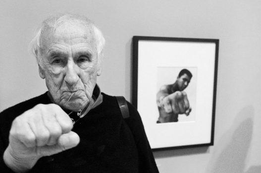 Bild von Muhammad Ali und Ausstellungsbesucher