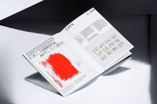 Detail einer Doppelseite des Editorials zu UAR Singapur